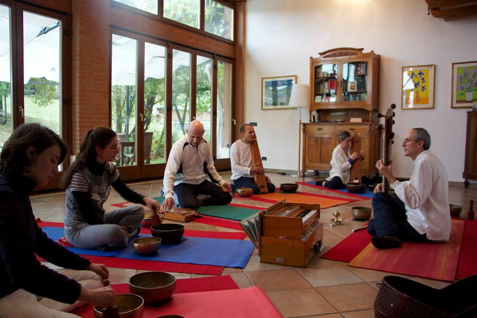 Accademia Yoga del Suono, di Meditazione Interculturale e di Yoga… che danza2